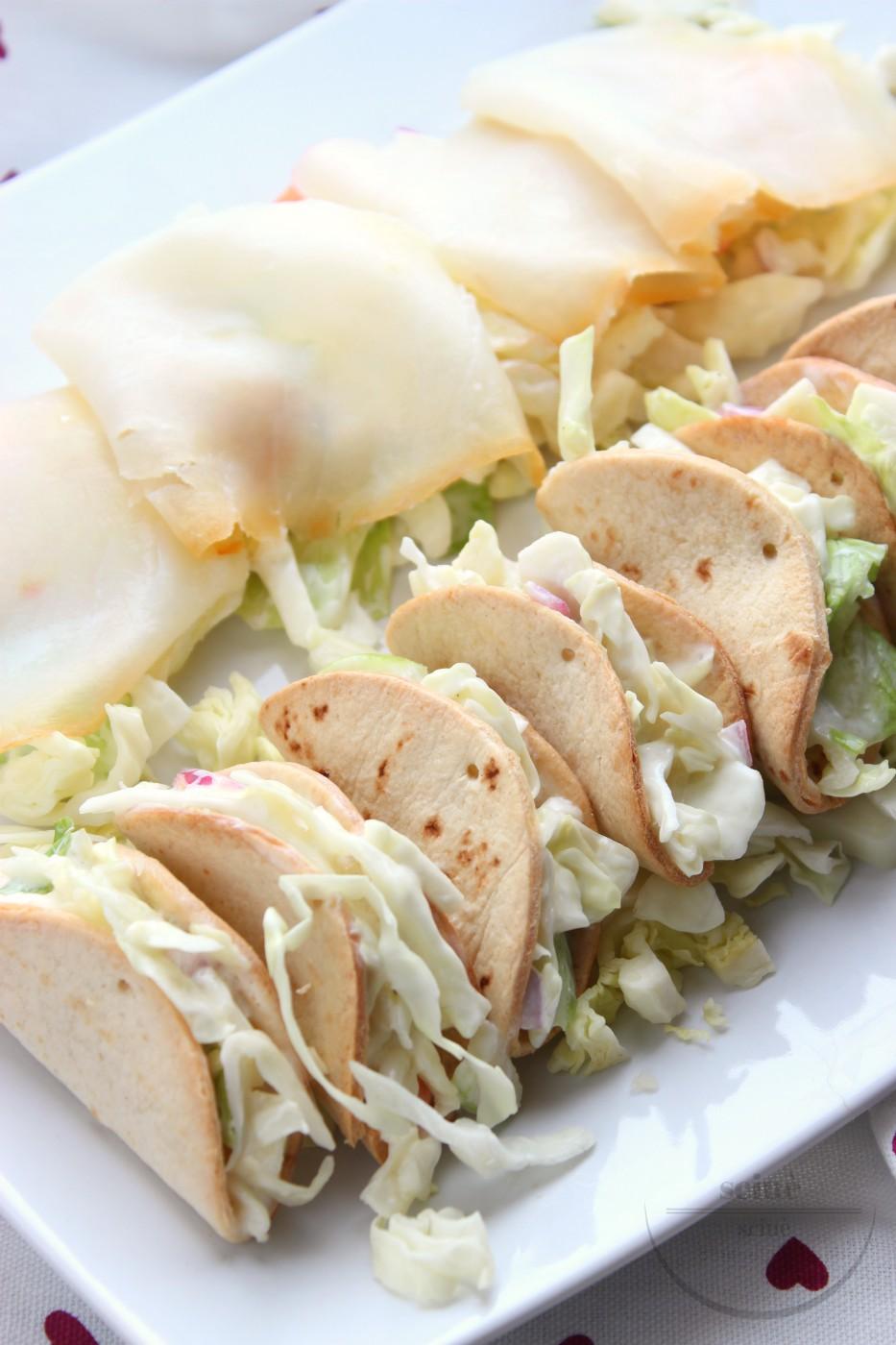 mini tacos con coleslaw